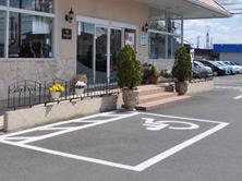 車いすご利用の方のための駐車スペース